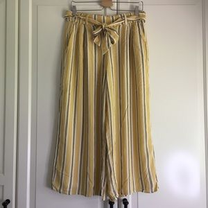 🌼2 for $50🌼 Hollister Yellow Striped Culottes